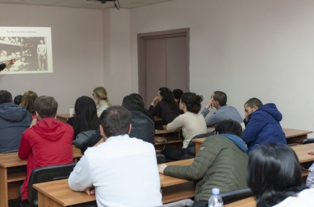 Representative of Holocaust family delivered a lecture to Georgian students. ჰოლოკოსტგამოვლილი ოჯახი