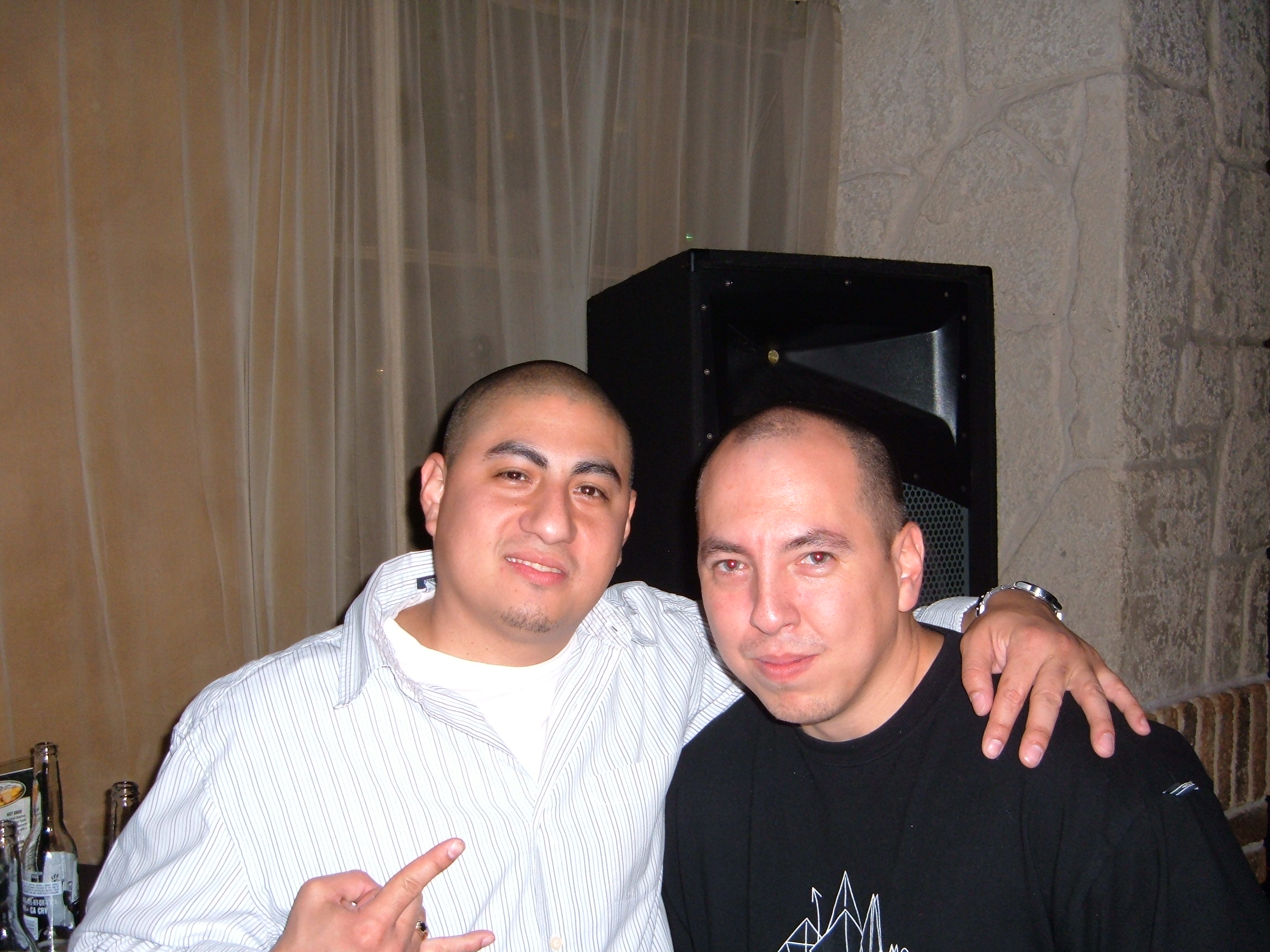 DJ Quick & DJ _ War ( UK DMC Champion ) Chillin Pic 1