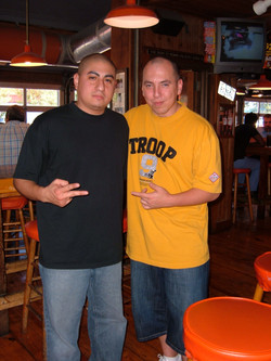 DJ _ War ( UK DMC Champion ) Chillin At Hooters