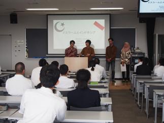 3年の小貫と鈴木が高校で講演を行いました。