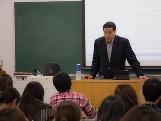 Hassan Wirajuda氏が中央大学で講演を行いました。