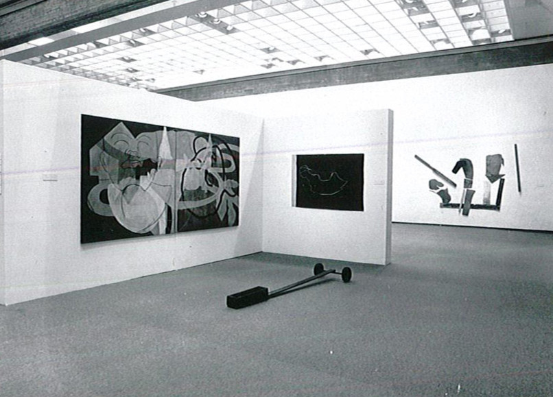 """""""The Want of Matter: A Quality in Israeli Art,"""" exhibition view, Tel Aviv Museum, 1986. Courtesy of the Israeli Art Department Archive, Tel Aviv Museum of Art. Photo: Avi Chai"""