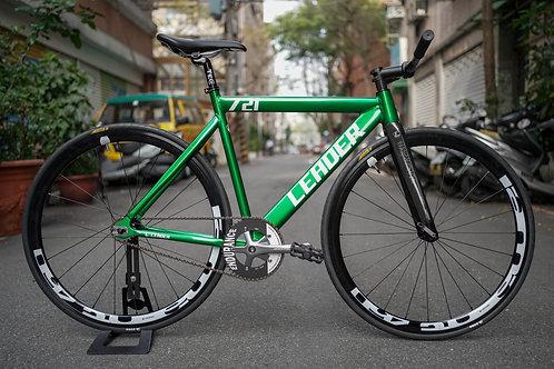 Leader 721 x Faith Complete Bike