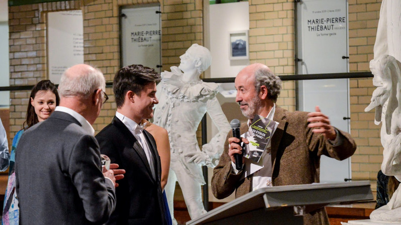 Sylvain Breuzard société norsys, remet à Tagir Kamaltdinov (Russie), le 3ème prix des Etoiles du Piano en 2019