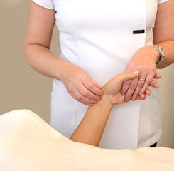 Acupucture Diagnostic Pulse Taking - Chevonne Kord Acupuncture
