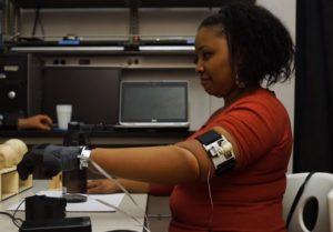 Vers des membres artificiels dotés de proprioception ?