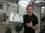 Le Microflow présenté par Chris Hadfield, astronaute de l'Agence spatiale canadienne. Crédit: CSA/ASC