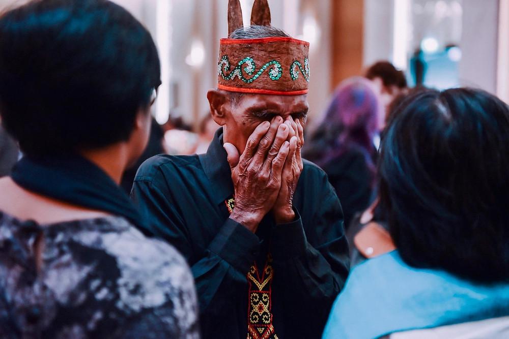 Pak Iber Djamal terharu saat hadir di live event GoodPitch Indonesia 2019 (Foto: InDocs)