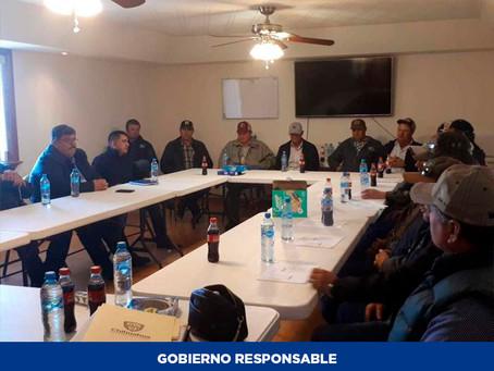 Se reúnen autoridades estatales con productores de El Oasis en Ojinaga en beneficio de jornaleros