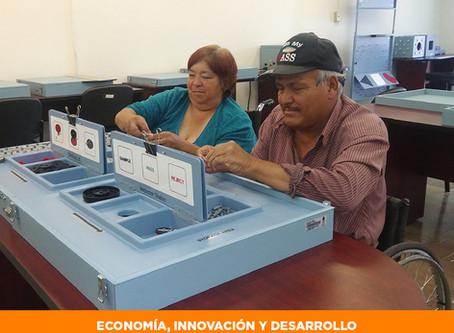 Buscan a personas con discapacidad y adultos mayores para trabajar fabricando volantes de automóvil