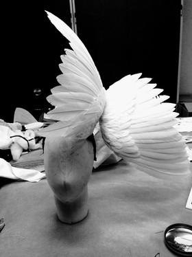 Les noces de Figaro, coiffe en plumes d'oies