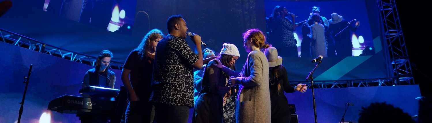 Bethel Music praying for Koryn Hawth
