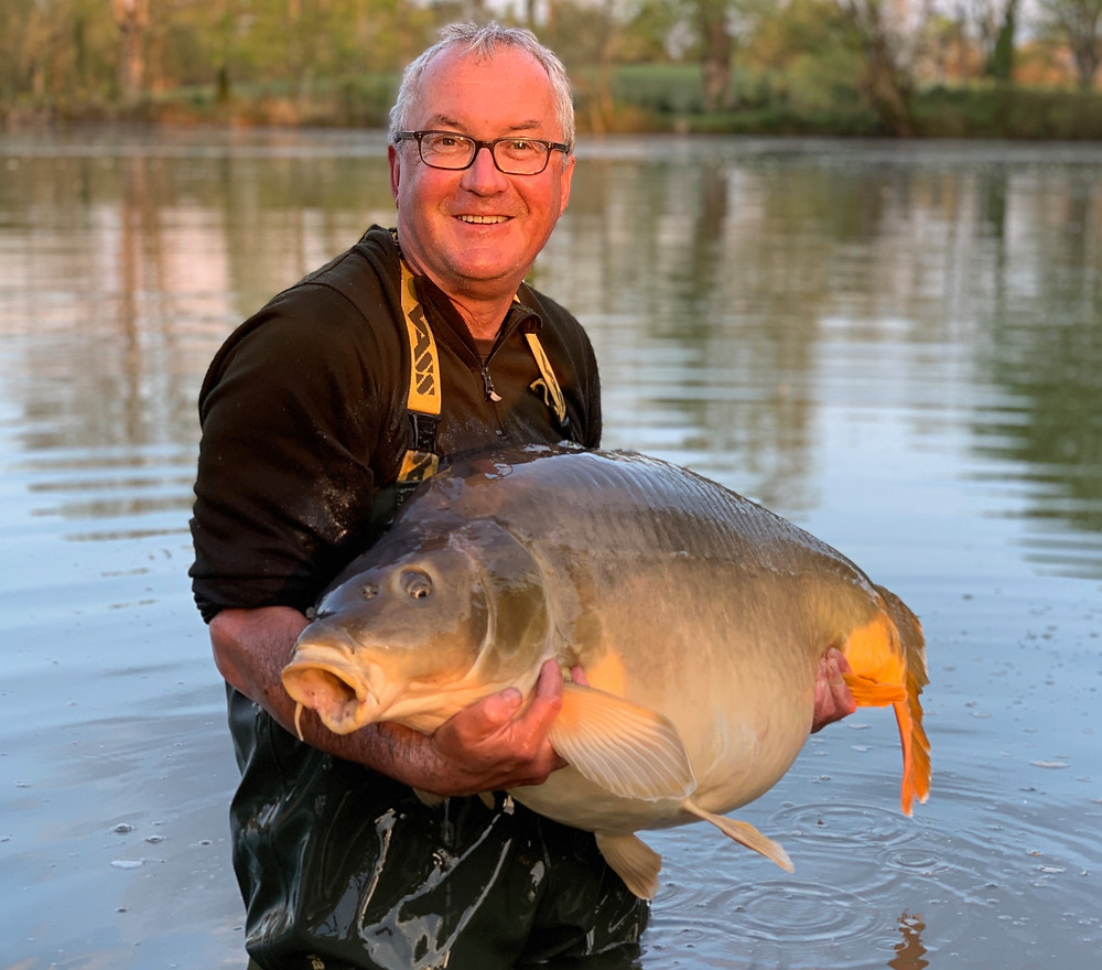 Peter with new lake record 79b 2oz mirror