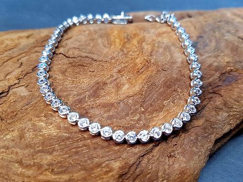 Bracelet en argent serti de zirconium