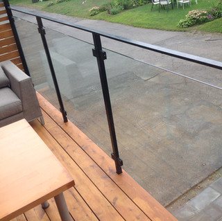 glass railing montreal
