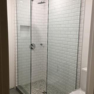 Custom glass shower panels Montreal