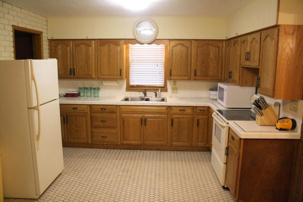 1426 Bainbridge kitchen.jpg