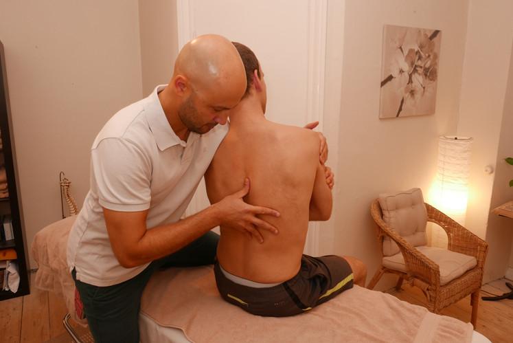 Thoracic spine left side bending mobilisation