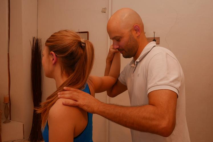 shoulder apprehension test