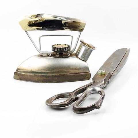 Żelazko, nożyce wyposażenie pracowni krawieckiej MR BADURA