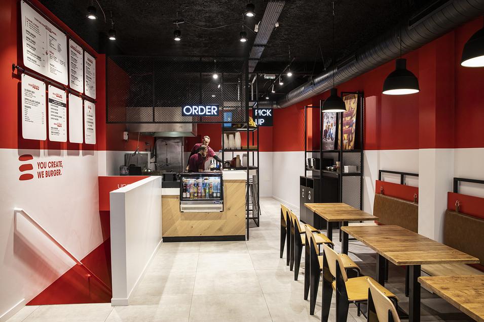 Retail design - Upper burger 01-desideratastudio