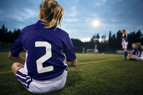 Bagsiden af en pige fodboldspiller