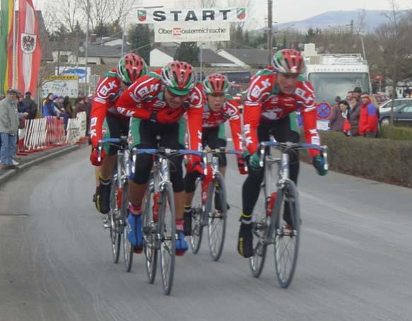 2002: Elk-Haus Team in Ansfelden