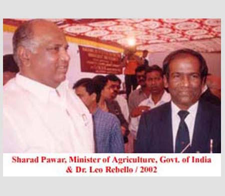 Sharad Pawar, Minister of Agriculture, Govt. of India and Dr. Leo Rebello, 2002.