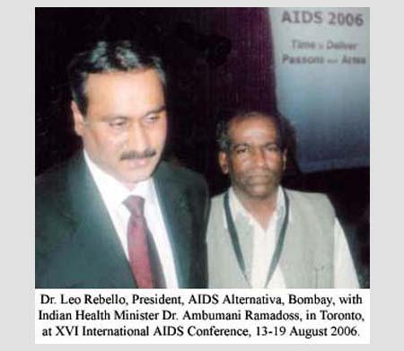 Dr. Leo Rebello, Presiddent, AIDS Alternativa, Bombay, with Indian Health Minister Dr. Ambumani Ramadoss, in Toronto, at XVI International AIDS Conference, 13-19 August 2006.