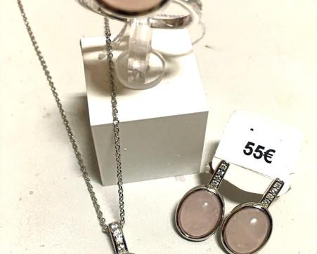 Parure quartz rose cabochon, oxydes monture argent 925 rhodié. Bague 55€ Collier 50€ Boucle oreille 55€