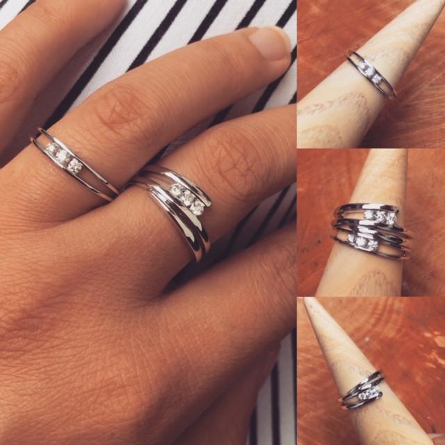 Trilogie Diamants, bagues or gris 750, ligne pure.