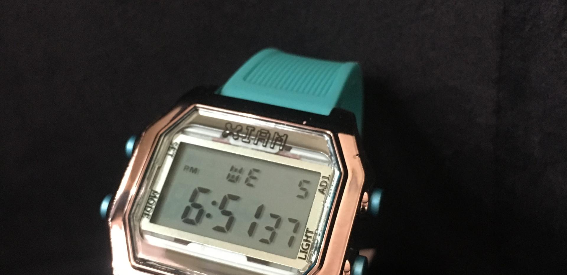 Montre I AM THE WATCH 49€ Boite chromé- bracelet turquoise.