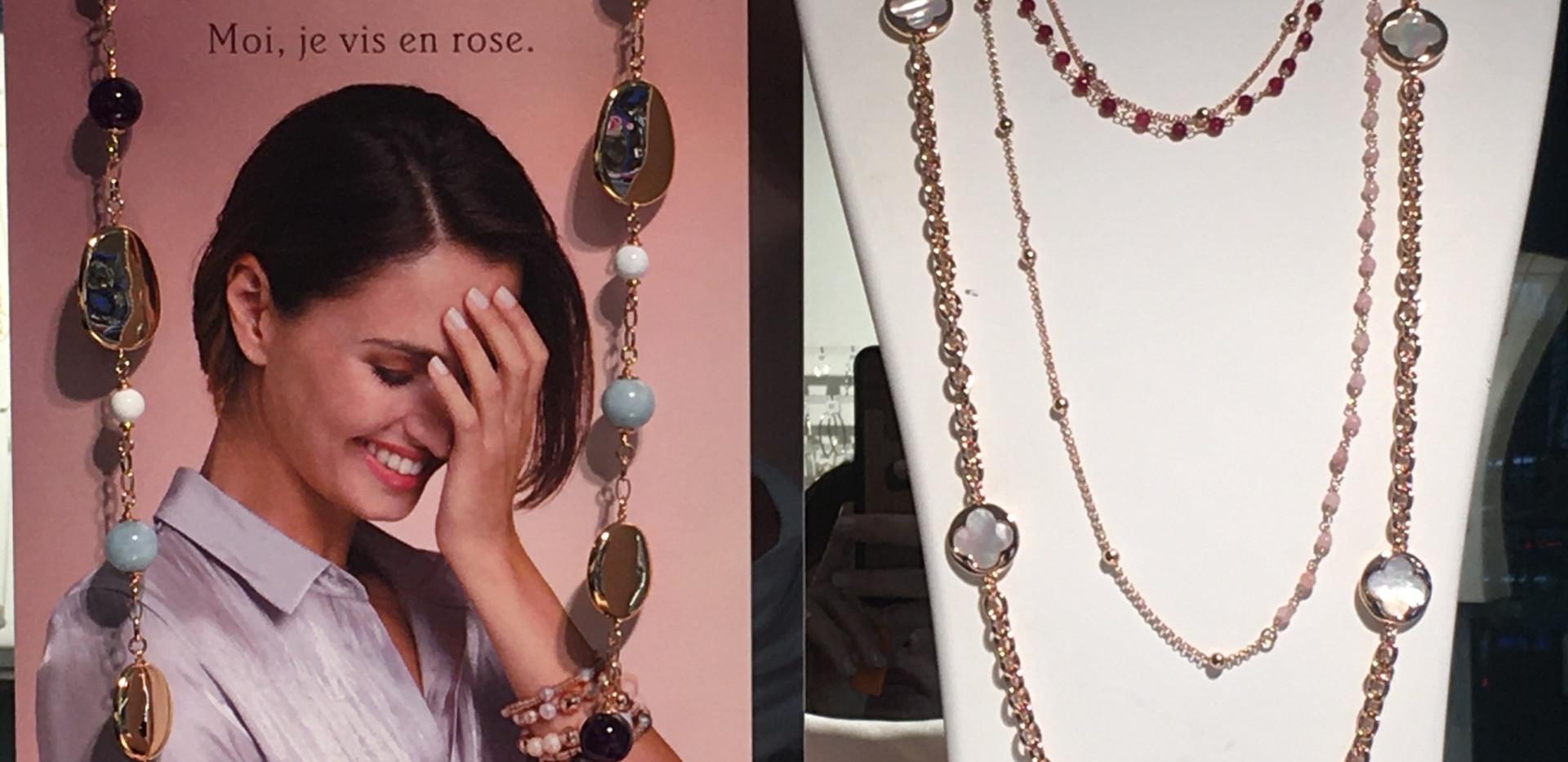 Sautoir à porter long ou double tour, perle agate et boule, il existe d'autre pierre de couleur. 110€  Parure trèfle, nacre, sautoir, bracelet, boucle oreille, collier, bague. Existe dans d'autre pierre de couleur. A partir de 89€