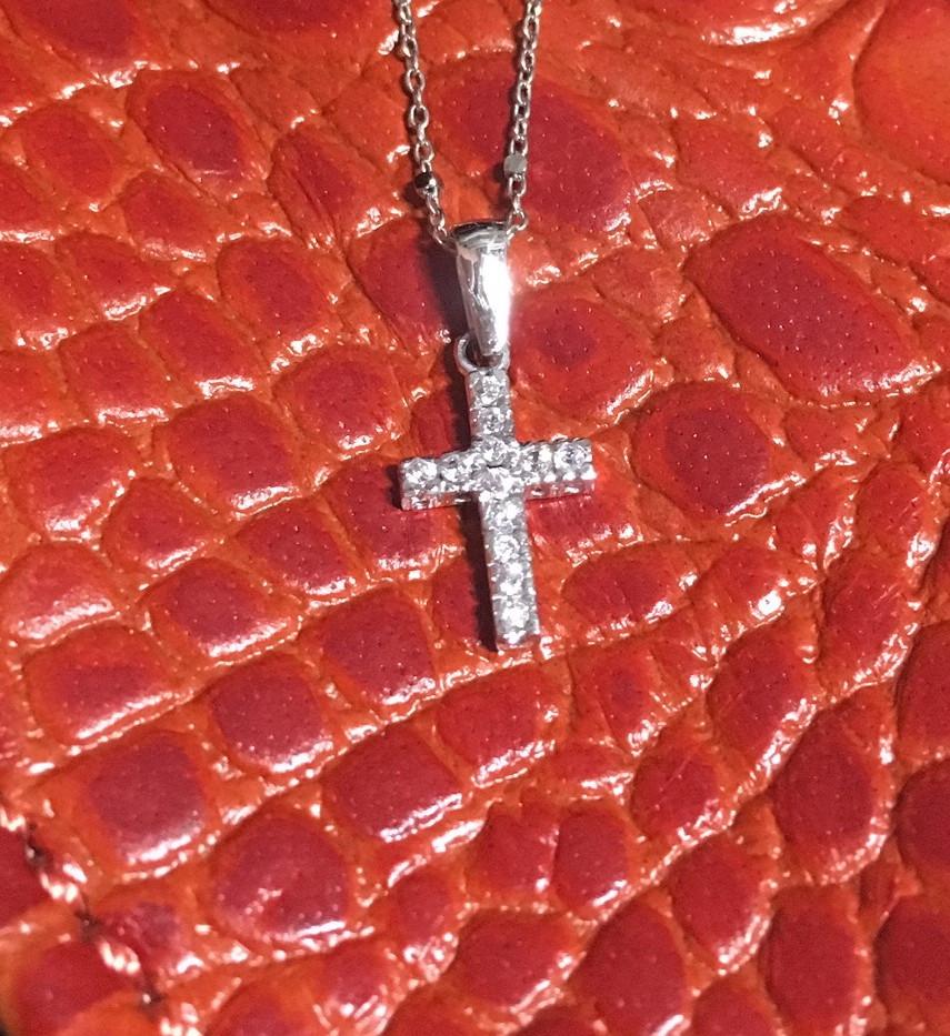 Croix serti oxydes or blanc 750.