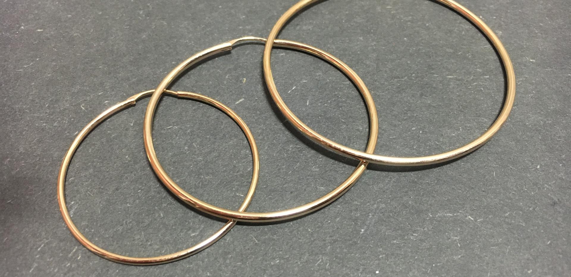 Créoles fils, déclinaison des tailles. 45mm-35€ 55mm-45€ 65mm-55€