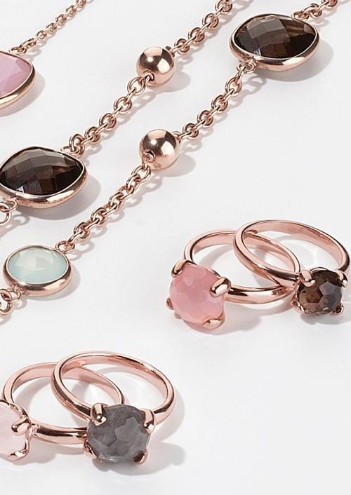 Choix en boutique de bague serti griffes, multiple choix de pierre, agate, amazonite, quartz, chalcedony, lapis, aventurine...