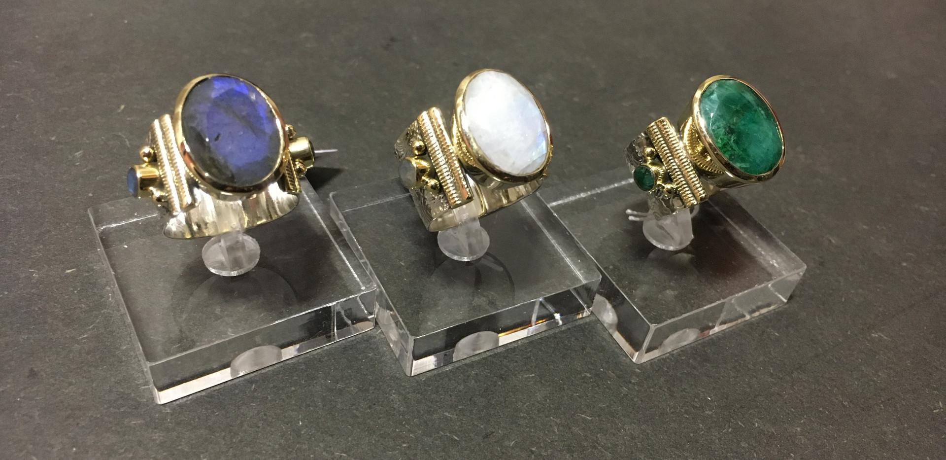 Nouvelle couleur, labraborite et pierre de lune. Monture argent 925 et laiton.