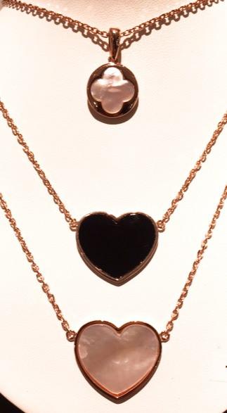 Collier Bronzallure Coeur et Trèfle, nacre & onyx, plaqué or rose. 85- 140€