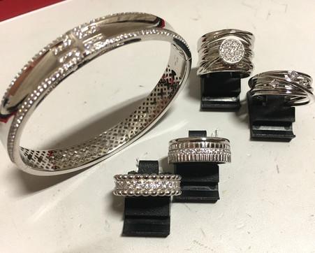 Séléction argent 925 rhodié, bagues ruban,oxydes. Bracelet 299€. Bagues 85€-105€-80€-120€