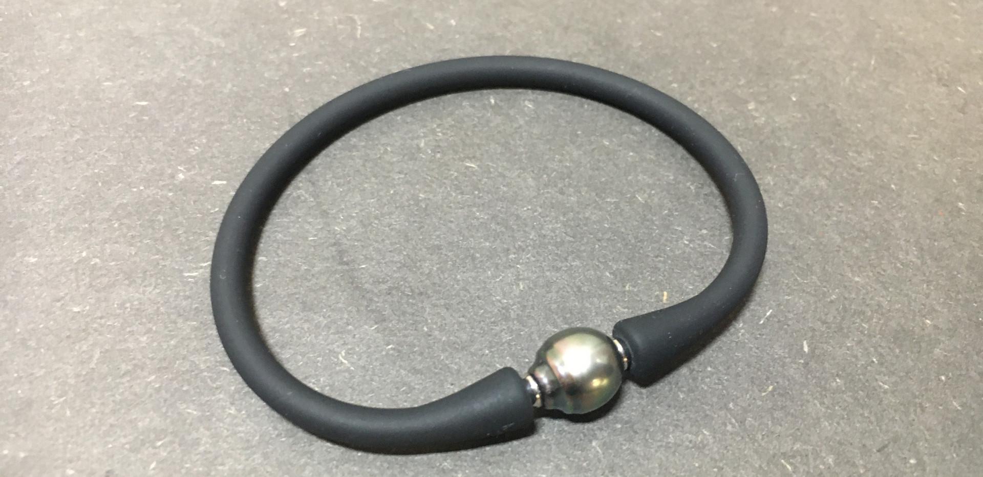 Bracelet perle de tahiti. Lien siliconne.  En bijouterie autre choix de perle, monté sur cordon.