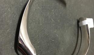 Bracelet rigide, fils plat torsadé.