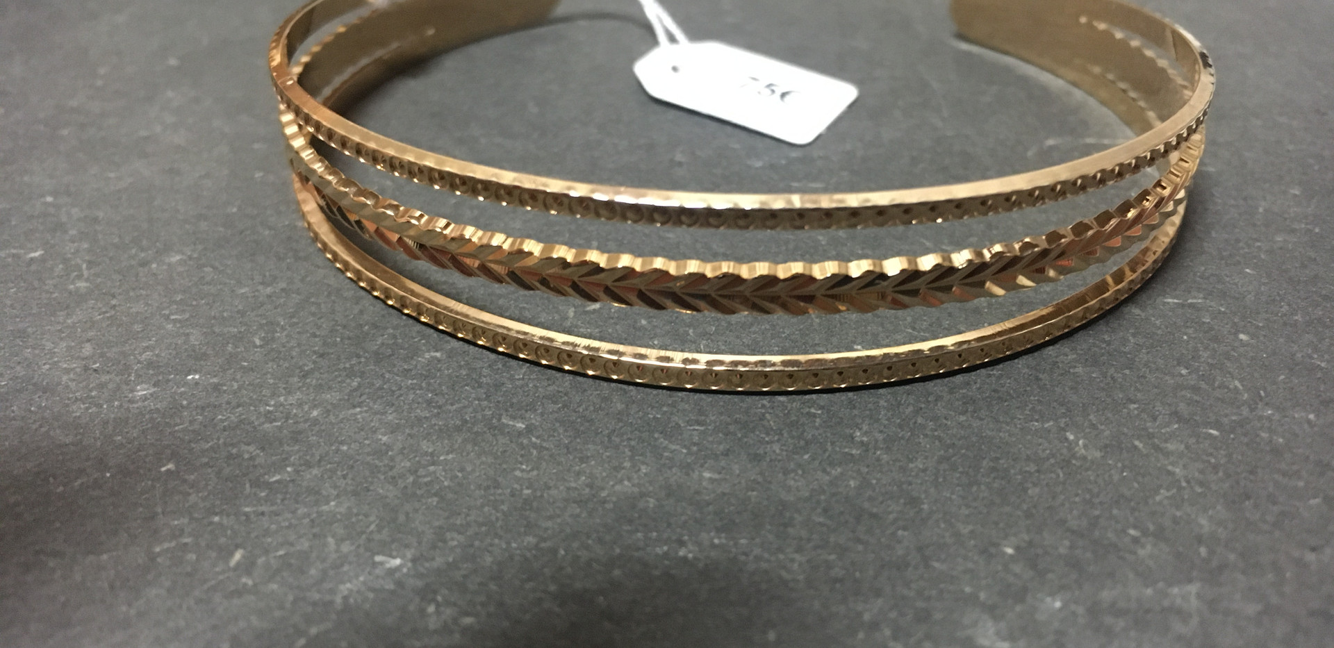 Bracelet jonc esclave plaque or.