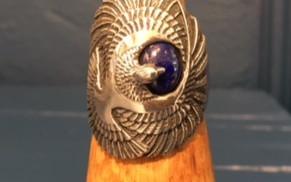 Jolie bague aigle très large, pierre lapis lazuli. Féminine ou Masculine