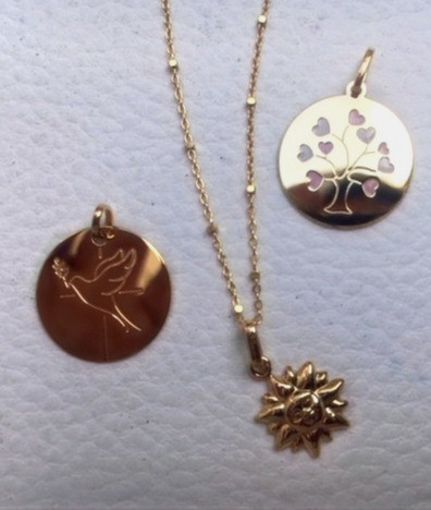 Séléction de médailles symbole pour batheme et naissance, colombe libre, soleil joie, arbre de vie lien de famille.