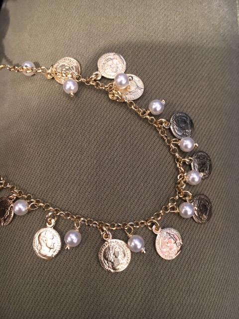 Monnaie, nouvelle ligne, peièce et perle eau douce, bracelet assorti.