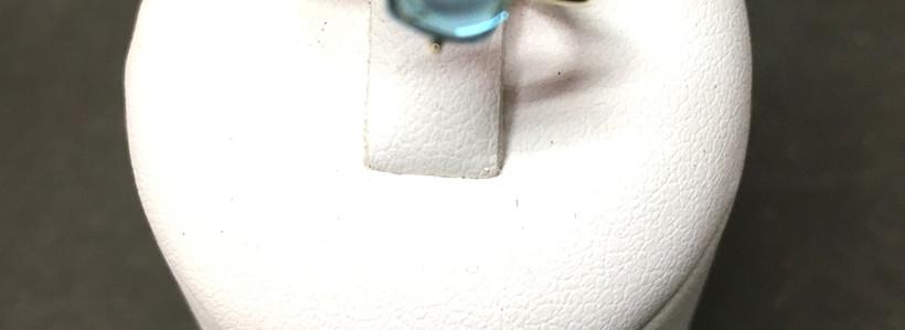 New, bagues pierre cabochon topaze blue london et rose; monture or jaune 750. A découvrir en bijouterie les boucles d'oreille et collier assortis.