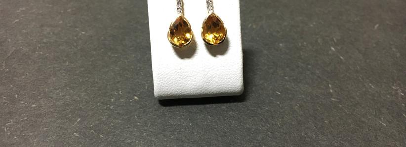 Boucle oreille pierre fine, citrine, surplombé de diamants, monture or jaune 750.