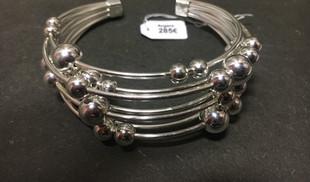 Bracelet multi fils, jolie volume, avec boule argent qui bouge. Originalité & Volume.