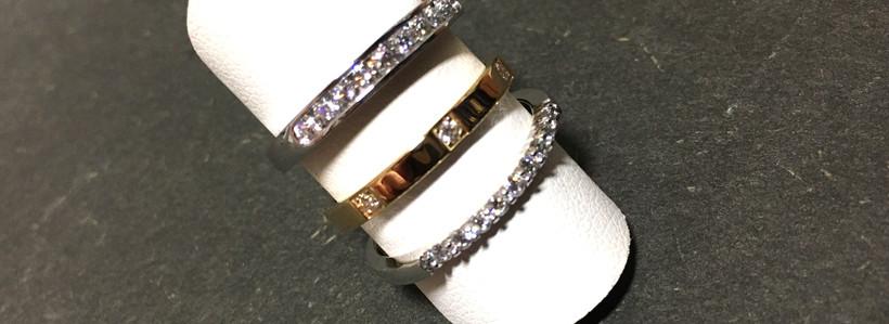 Alliances Diamants, or blanc et jaune, serti griffes, rail et clos. Fabrication française. Diamants Naturels A partir de 890€
