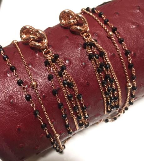 Collier double rangs, spinel et boule plaqué or rose, 110€. Boucle oreille assortie spinel.